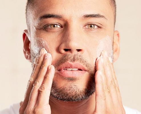 از پوست برای اقایان 495x400 - بهترین ویتامین ها و مواد معدنی برای درمان جوش و آکنه