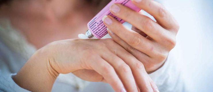 144023 1 740x321 - سفید کردن پوست دست و پا در ۳ مرحله آسان و کاربردی