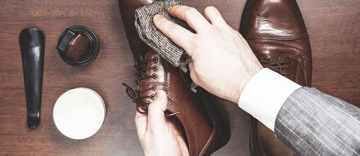 Leather shoes cleaning 740x321 - مراحل تمیز کردن کفش چرم، ورنی و جیر