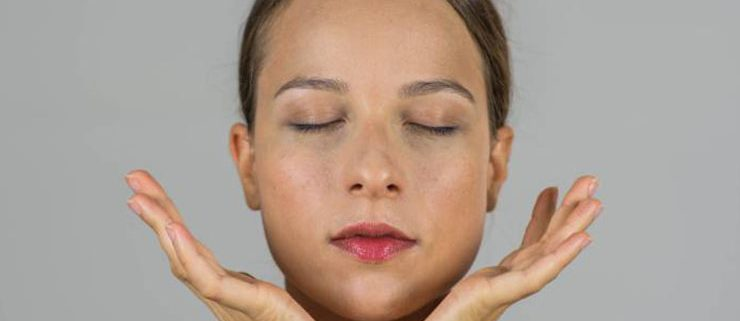 face yoga 740x321 - یوگای صورت؛ ۵ تمرین معجزهآسا برای زیبایی چهره